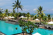 Бассейн отеля Centara Ceysands Resort & Spa // centarahotelsresorts.com