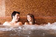 Туристов ждут в термальных комплексах Перу.  // Minerva Studio, Shutterstock.com