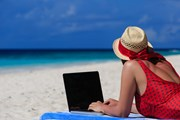 Туристам нравится наличие интернета на пляжах. // Nadezhda1906, shutterstock
