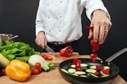 Рестораны создают особую программу.  // Ronald Sumners, Shutterstock.com
