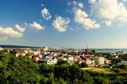 Туристам нравится отдых на юге России.  // AAresTT, Shutterstock.com