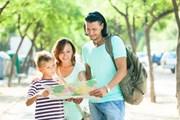 Туристы стали чаще бронировать поездки с детьми через интернет. // Iakov Filimonov, shutterstock.com