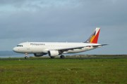 Самолет Philippin Airlines покидает Таклобан. // Travel.ru