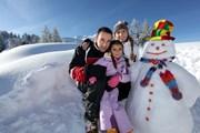 В Мерибеле ждут туристов всех возрастов.  // auremar, Shutterstock.com