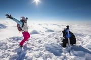 Погода радует лыжников.  // My Good Images, Shutterstock.com