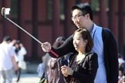 """""""Палочки для селфи"""" становятся все популярнее. // thaivisa.com"""