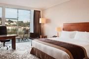 Номер в лионском отеле Marriott // marriott.com
