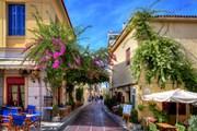Гиды расскажут об архитектуре Афин.  // Anastasios71, Shutterstock.com