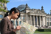 Берлин привлекает туристов.  // jan kranendonk, Shutterstock.com