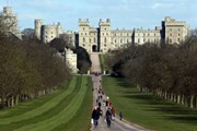 Виндзорский замок в графстве Беркшир - официальная загородная резиденция королевы. // BBC