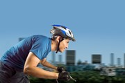На велосипеде передвигаться по городу удобно и интересно.  // cunaplus, Shutterstock.com