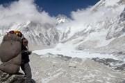 Ежегодно на Эверест поднимаются несколько сотен альпинистов. // AP