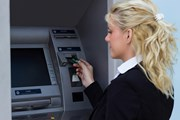 В банкоматах нет денег.  // sanjagrujic, Shutterstock.com