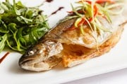 Гостей ждет множество рыбных блюд.  // Shebeko, Shutterstock.com