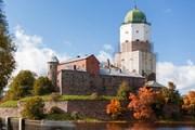 Выборгский замок разрушается.  // Konstantin Aksenov, Shutterstock.com