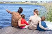 Летом россияне больше путешествуют с детьми. // wavebreakmedia, shutterstock.com