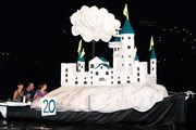 Парад причудливо украшенных лодок - главное событие фестиваля. // radiodux.me