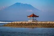 В Индонезии туристам рекомендуют не покидать охраняемых курортных зон. // PingKo, shutterstock