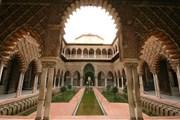 Один из внутренних дворов севильского Алькасара. // wikipedia.org