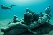 Скульптурная группа, посвященная беженцам. // theguardian.com