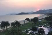 Закат солнца с балкона отеля Sheraton Shenzhou Peninsula Resort на острове Хайнань // Travel.ru
