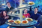 """Блюда прибывают на столики, """"покатавшись"""" на американских горках. // citmagazine.com"""