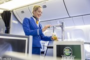 Впервые пассажиры смогут выпить разливного пива в воздухе. // KLM