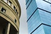 Высотное здание отеля расположено в центре Тбилиси.
