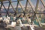 Из окон ресторана открывается панорамный вид на Батуми, море и горы. // tm-russia.ru