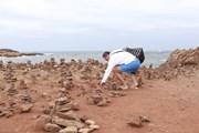 Побережье Балеарских островов покрыто каменными пирамидками. // espanarusa.com