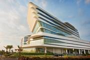 Отель Conrad Manila расположен на берегу Южно-Китайского моря. // hilton.com