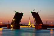 Мосты в Санкт-Петербурге замрут до весны. // Yulia B, shutterstock
