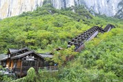 Эскалатор доставит туристов в каньон Эньши. // Shutterstock
