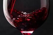 Фонтан работает круглосуточно, вино в нем - бесплатное.
