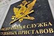 Все больше россиян не могут выехать за границу из-за долгов.
