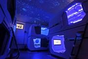 Внутри хостел выглядит как межгалактический крейсер из фантастического фильма. // Subspace hostel