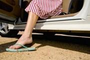 Водить машину в шлепках - небезопасно. // KeywordSuggest.org
