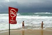 Красные флаги установлены на пляжах Пхукета. // Phuket Gazette