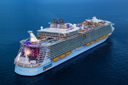 Лайнер может принять 6680 пассажиров. // cruiseweb.com