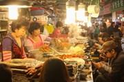 Ночные рынки Сеула интересны туристам. // Traveloka.ru
