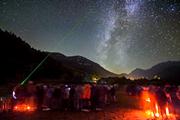 Наблюдение за звездами - популярный вид экологичного отдыха. // darksky.org