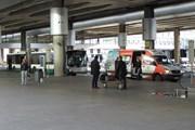 Автобус и маршрутка у аэропорта Пулково // Юрий Плохотниченко