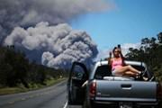 Туристы рискуют, подбираясь близко к вулкану. // GettyImages