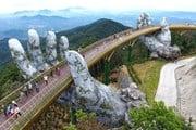 Мост на высоте 1400 метров привлекает туристов. // vietnaminsider.vn